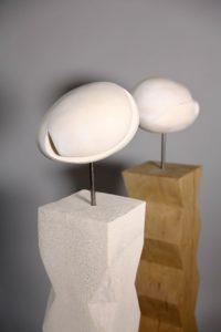 RUPTURE (2014 - H110 x L25 x P25 chacune - Terre cuite et socle terre cuite et bois sculpté)